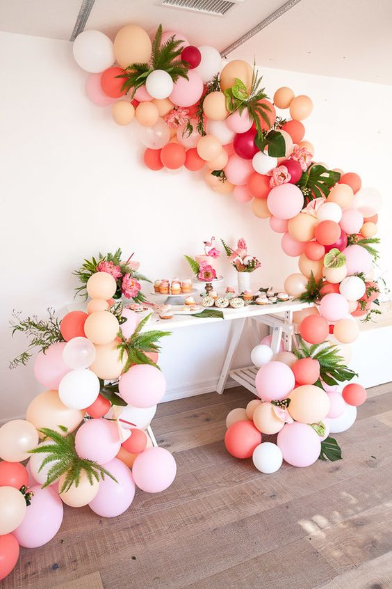 tropical-balloon-garland-arch